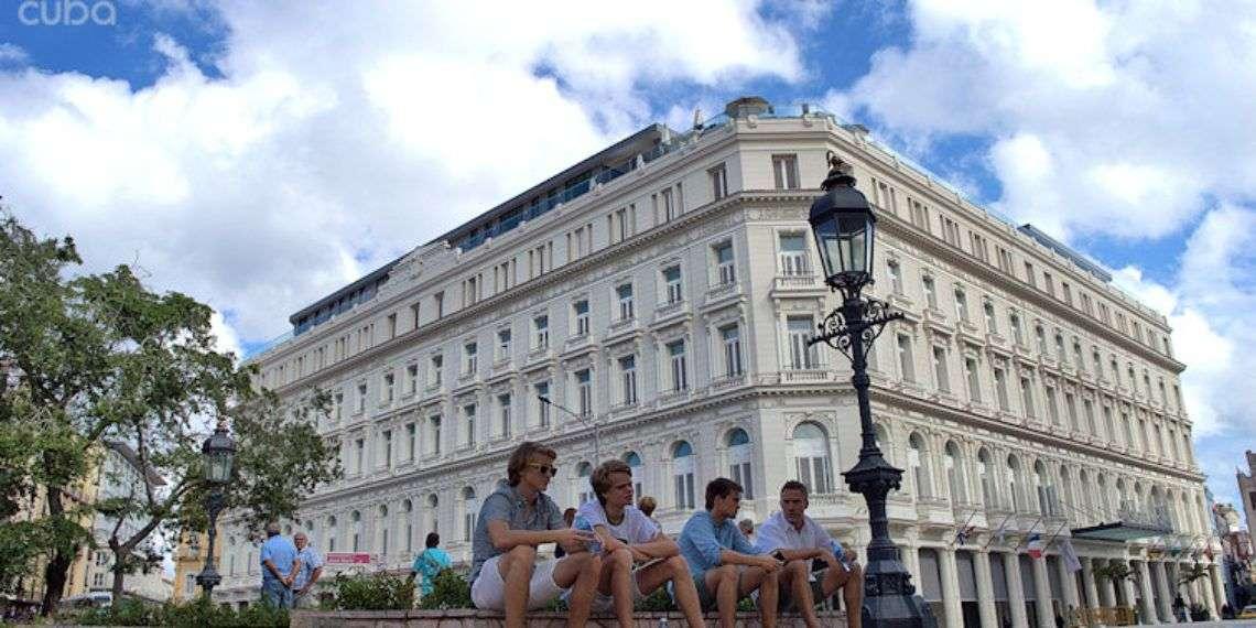 Turistas en La Habana. Foto: Otmaro Rodríguez.