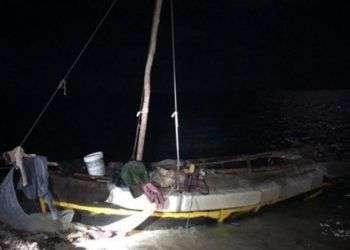 Balsa que arribó a la playa de Lower Matecumbe Key el martes por la mañana. Foto: U.S. Border Patrol.