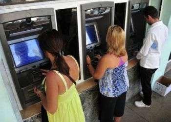 Cuba permitirá usar tarjetas internacionales con chip en sus cajeros automáticos a partir de 2018. Foto: Periódico 26.