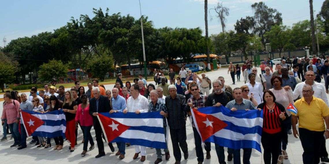 Delegación oficial cubana a los foros paralelos de la WIII Cumbre de las Américas de Perú. Foto: Roberto Suárez / Juventud Rebelde.