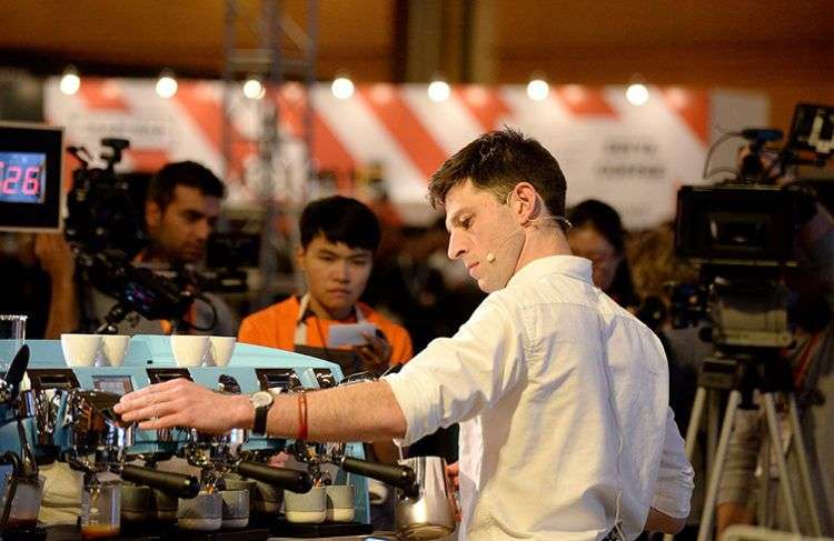 Dale Harris, campeón mundial de barismo, defiende la popularidad y los valores del café. Foto: loveramics.com