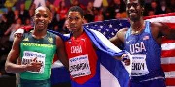 Cuban Long Jump´s athlete Juan Miguel Echevarría (center) after winning the World Championship in Birmingham, England. Next to him: southafrican Luvo Manyonga (left), silver medal, and north-american Marquis Dendy (right), bronze. Photo: ESPN.