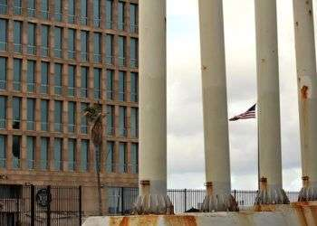 Embajada de los EE.UU en La Habana. Foto: Alejandro Ernesto / EFE.