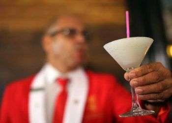 El Daiquirí es uno de los cocteles más famosos de Cuba. Foto: Alejandro Ernesto / EFE.