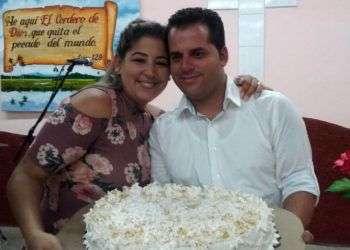 Yoelvis Gattorno junto a su esposa Yarisleidi Cuba, fallecida el pasado 2 de marzo en Miami durante el parto. Gattorno, quien vive en Cuba, reclama a su hija recién nacida. Foto: Facebook de Yoelvis Gattorno.