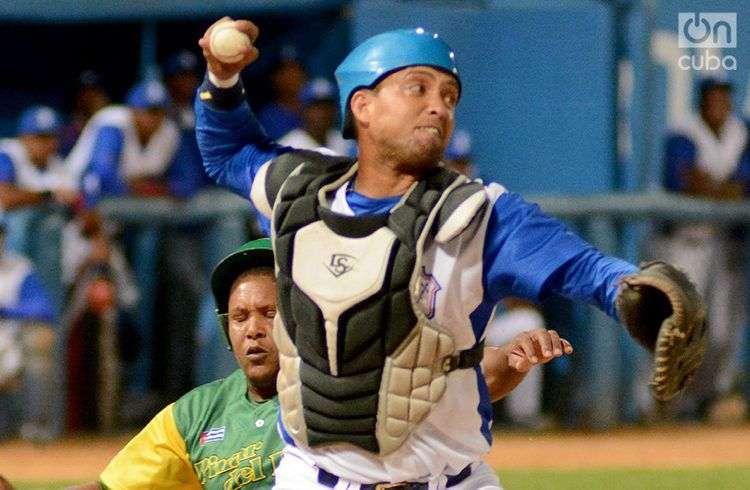 Industriales, con su característico color azul, es el equipo insignia de la pelota cubana. Foto: Ricardo López Hevia.