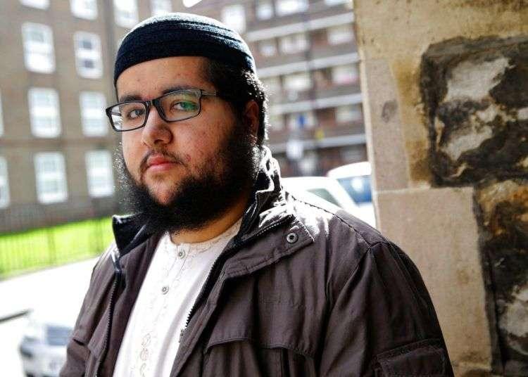 Un hombre que solo se identificó como Farooq, fuera de una clínica en Londres. Farooq dijo que esa polémica entrega de datos podría poner nerviosos a los migrantes necesitados de atención médica. Foto: Alastair Grant / AP.
