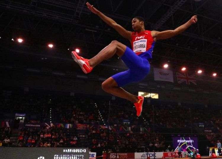 Juan Miguel Echevarría ganó este viernes el salto largo en el Campeonato Mundial de atletismo. Foto: Mundo Deportivo.