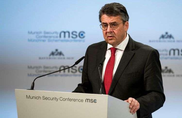 El minsitro de Relaciones Exteriores de Alemania Sigmar Gabriel habla en la Conferencia de Seguridad en Munich este 17 de febrero de 2018. Foto: Sven Hoppe / DPA vía AP.