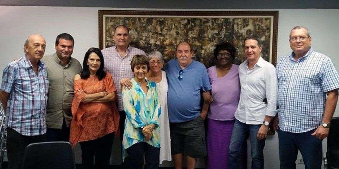 Miriam Talavera (sexta de izquierda a derecha), Premio Nacional de Cine 2018 en Cuba. Foto: Radio Reloj.
