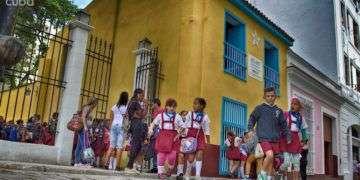 Escolares cubanos en la casa natal de José Martí. Foto: Otmaro Rodríguez