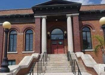 Factoría de habanos de los hermanos del Pino, y después de los O' Halloran, donde se fundó West Tampa. Actual Biblioteca Pública. Howard Ave. y Maine St. Foto: Alfredo Prieto.