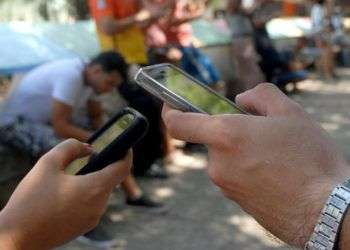 Los cubanos podrán tener internet en sus teléfonos celulares en 2018 según Etecsa. Foto: Abel Rojas / Escambray.