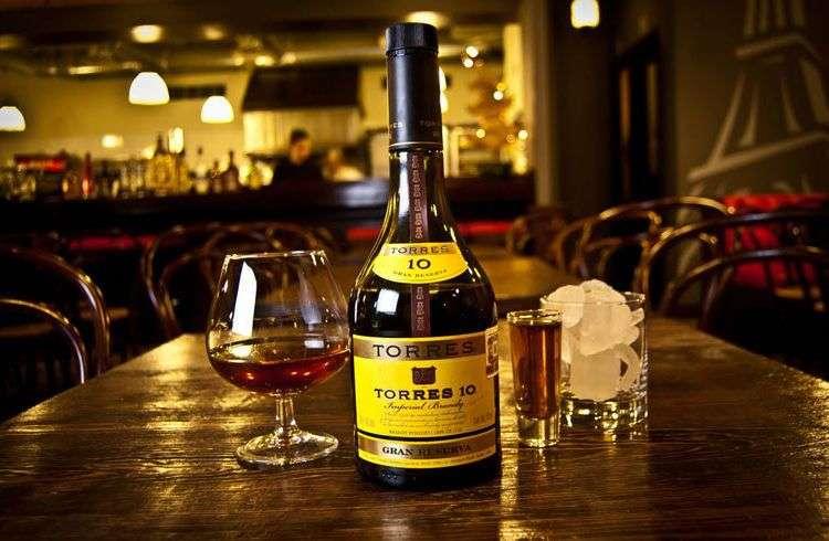 Bodegas Torres, una de las marcas de vinos y brandies más importantes del mundo, tiene un vínculo especial con Cuba. Foto: nettbee.com.