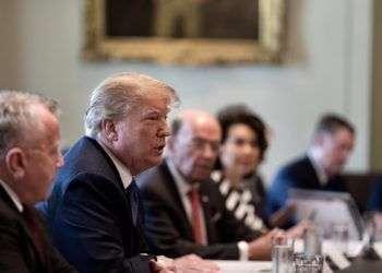 Donald Trump en una reunión de su equipo de gobierno. Este martes, la Casa Blanca anunción que no irá a la Cumbre de Perú para concentrarse en una posible respuesta militar contra Siria. Foto: @realdonaldtrump.