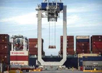 Buque portacontenedores en el puerto de Savannah, en Georgia. Foto: Stephen B. Morton/AP.