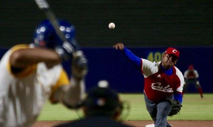 El derecho Freddy Asiel Álvarez fue el pitcher abridor y ganador del partido por la medalla de plata ante Colombia. Foto: barranquilla2018.com