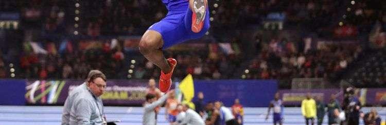 El saltador cubano Juan Miguel Echevarría. Foto: AP/Matt Dunham /Archivo.