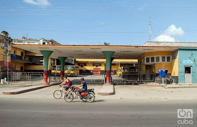 El paradero de ómnibus de Mantilla. Foto: Otmaro Rodríguez.
