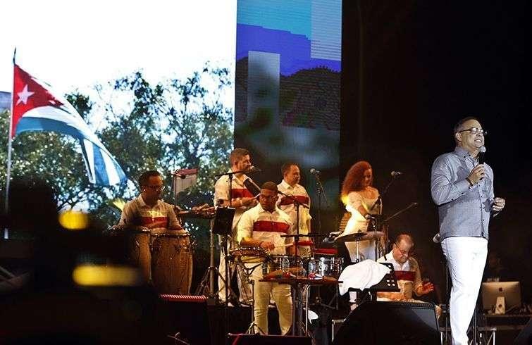 Concierto de Gilberto Santa Rosa en La Habana. Foto: Ernesto Mastrascusa / EFE.
