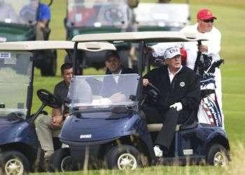 Donald Trump en su campo de golf en Turnberry, Escocia, el sábado 14 de julio de 2018. Foto: Peter Morrison/AP.