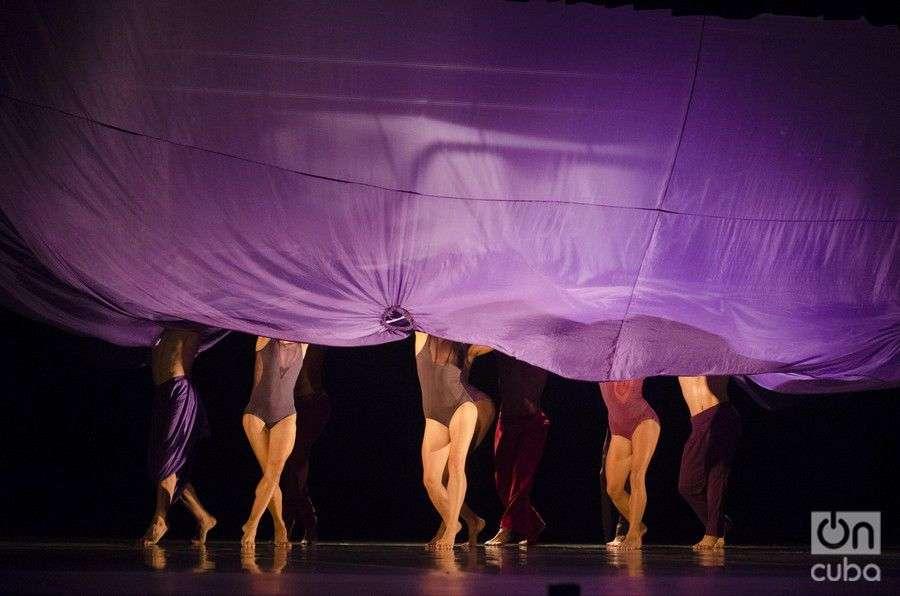 """""""Satori"""", estreno mundial, con coreografía de Raúl Reinoso, y música de Pepe Gavilondo. Foto: Enrique Smith Soto."""