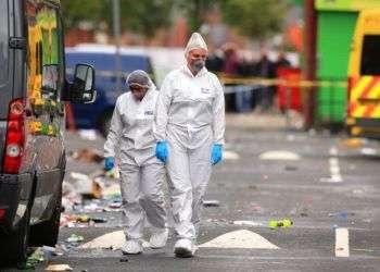 La escena después de la balacera en un festival caribeño en Manchester, Inglaterra el 12 de agosto de 2018. Foto: Peter Byrne / PA vía AP.