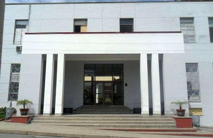 Tribunal Popular Provincial de Cienfuegos, donde se realiza el juicio contra los acusados de la violación y asesinato de la joven Leidy Maura Pacheco. Foto: 5 de Septiembre.