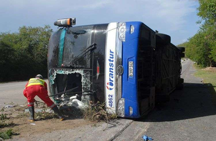 Tres muertos y 36 lesionados fue el saldo de un accidente de tránsito ocurrido en Santiago de Cuba este 14 de agosto de 2018. Foto: Sierra Maestra.