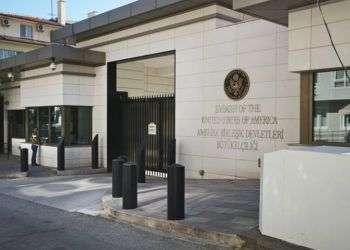 Entrada de la embajada de Estados Unidos en Ankara, Turquía, este lunes 20 de agosto de 2018. Foto: Burhan Ozbilici / AP.