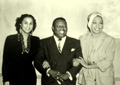 Josephine Baker (d) junto a  Bola de Nieve.