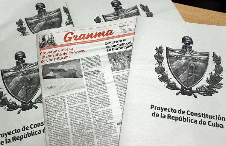 Vista del Proyecto de la nueva Constitución de la República de Cuba. Foto: Ernesto Mastrascusa / EFE.