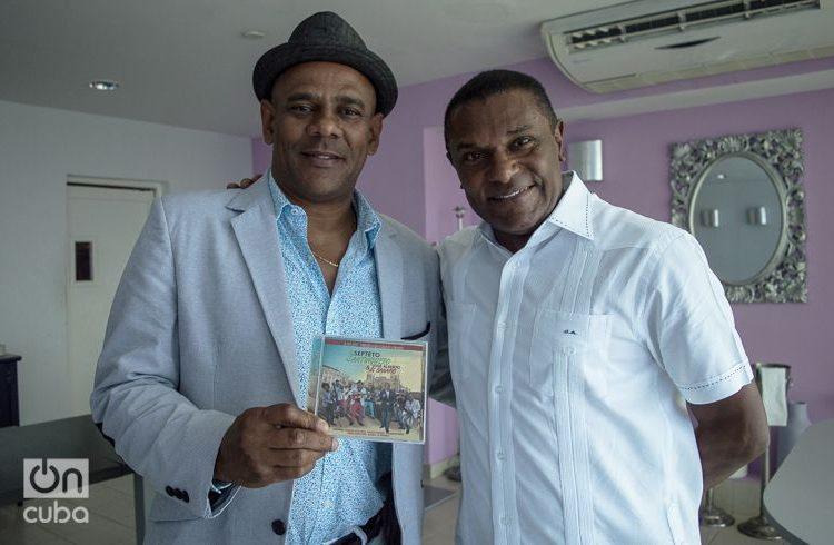 Fernando Dewar y el Canario. Foto: Otmaro Rodríguez.