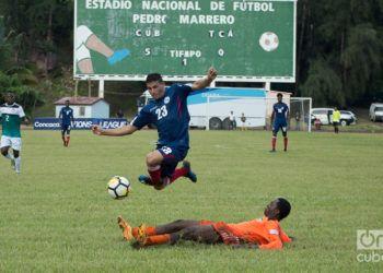 El delantero Luis Paradela es uno de los jugadores de referencia del fútbol cubano en la actualidad. Foto: Otmaro Rodríguez