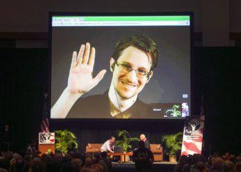 Edward Snowden aparece en un video emitido en vivo desde Moscú en un acto patrocinado por ACLU Hawai en Honolulu, el 14 de febrero de 2015. Foto: Marco Garcia / AP / Archivo.