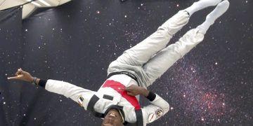 En esta imagen se muestra al ocho veces medallista de oro olímpico, Usain Bolt, durante un vuelo de gravedad cero sobre Francia, el miércoles 12 de septiembre de 2018. Foto: Milos Krivokapic / APTN vía AP.