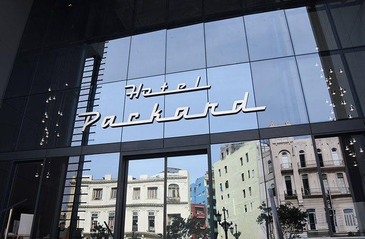 El hotel de lujo Iberostar Grand Packard, abrirá sus puertas este 10 de septiembre en La Habana a pleno rendimiento. Foto: @gaviotaturismocuba / Facebook.