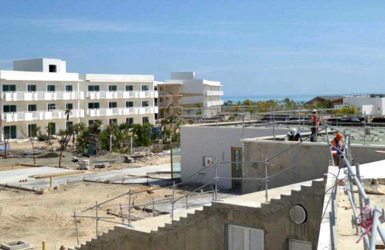 Un nuevo hotel en Cayo Cruz, actualmente en construcción, marcará la apertura de un nuevo proyecto turístico en el norte de Camagüey. Foto: Miguel Febles / Granma.