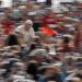 El papa Francisco saluda a los fieles a su llegada a la audiencia general semanal en la Plaza de San Pedro, en el Vaticano. Foto: Alessandra Tarantino / AP.