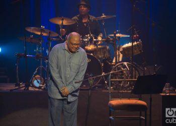 """Pablo Milanés durante el concierto """"Mi Habana"""", en el teatro Karl Marx, en septiembre de 2018. Foto: Archivo OnCuba."""