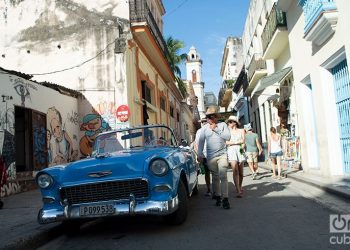 Turistas en la Habana Vieja. Foto. Otmaro Rodíguez.