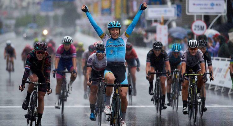 Arlenis Sierra triunfa en una carrera. Foto: Astana Womens Team / Archivo.