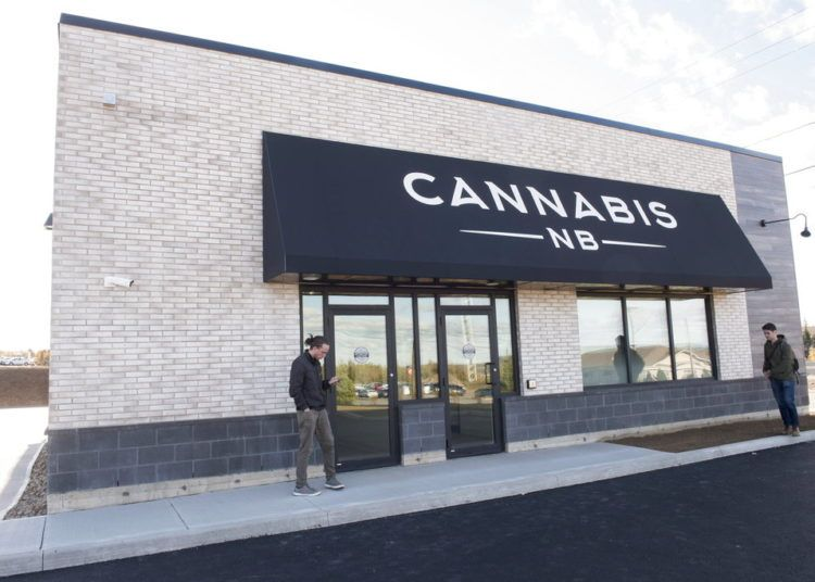 El exterior de la tienda Cannabis NB en Fredericton, New Brunswick, Canadá, el martes 16 de octubre de 2018. (Stephen MacGillivray/The Canadian Press via AP)