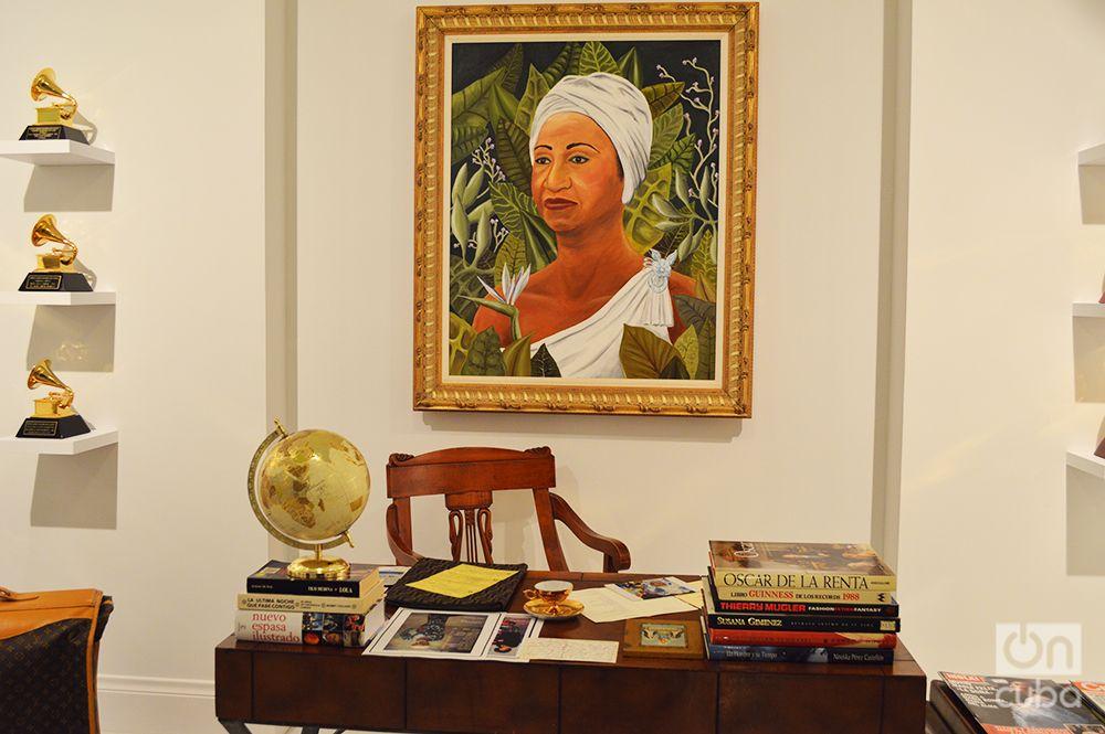 Recración de la oficina y biblioteca personal de Celia Cruz, con objetos auténticos de su colección. Foto: Marita Pérez Díaz.
