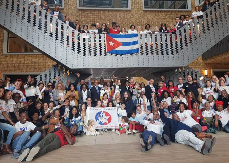 Emigrados cubanos en Europa participan hasta este domingo en un encuentro de tres días en Bruselas. Foto: @SoberonGuzman / Twitter.