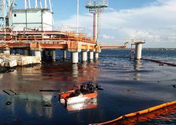 Derrame de petróleo en la bahía de Matanzas, el 4 de octubre de 2018. Foto: TV Yumurí.
