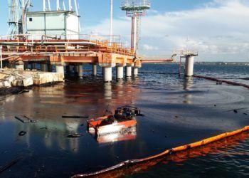 Derrame en la bahía de Matanzas. Foto: TV Yumurí.