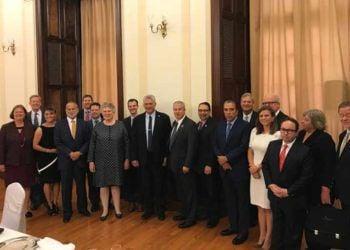 El presidente cubano, Miguel Díaz-Canel, noveno de izquierda a derecha, junto a empresarios estadounidenses del sector agrícola durante un encuentro en Nueva York. Foto: Prensa Latina.