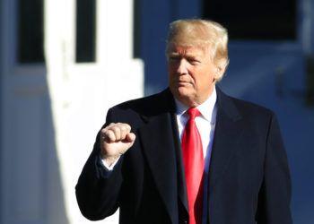 El presidente Donald Trump se retira de la Casa Blanca en Washington, el jueves 18 de octubre de 2018, para acudir a actos políticos en Montana, Arizona y Nevada. (AP Foto/Manuel Balce Ceneta)