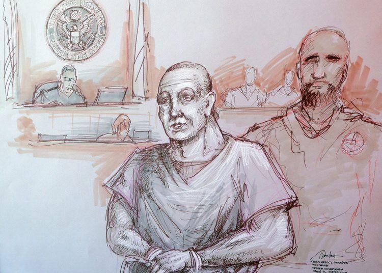 Bosquejo de la escena en que Cesar Sayoc (izq) el acusado de los atentados con explosivos en Estados Unidos en el tribunal de Miami el 29 de octubre del 2018. Daniel Pontet vía AP.